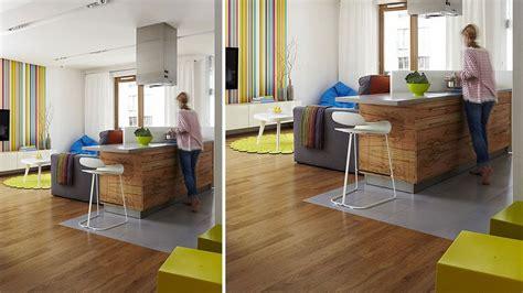parquet cuisine ouverte 20 sols associant carrelage et bois