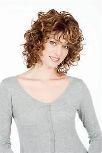 Coupe Courte Frisée Femme : modele coiffure frisee ~ Melissatoandfro.com Idées de Décoration