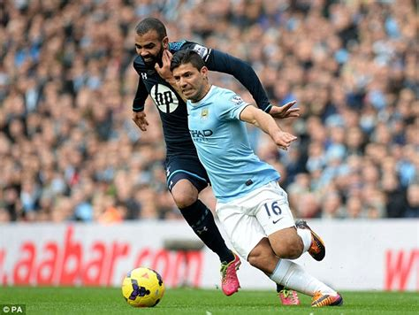 siege sandro manchester city 6 tottenham 0 match report early jesus