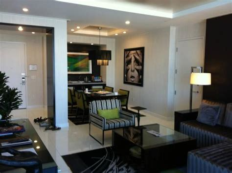 one bedroom penthouse dining area picture of aria sky