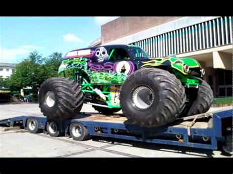grave digger monster truck youtube monster truck grave digger youtube