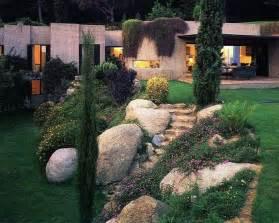 Decorare il giardino con i sassi idee fai da te foto
