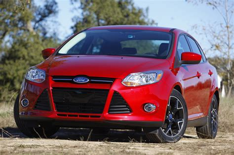 ford focus unveiled prices  packs europe car