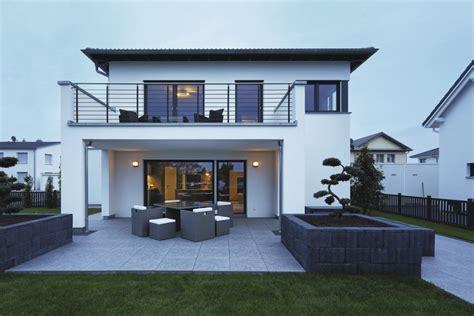 Modernes Haus Walmdach by City Kundenhaus Weberhaus Hausbaudirekt