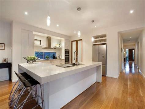 white l shaped kitchen with island cuisine en l moderne avec 238 lot en 108 photos magnifiques 2110