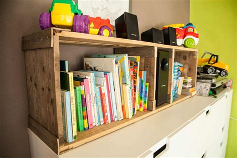 Rustic Pallet Bookshelves For Kid's Room / Etagère