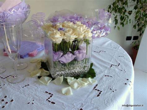 composizioni in vaso composizione floreale in vaso di vetro quadrato fiorista