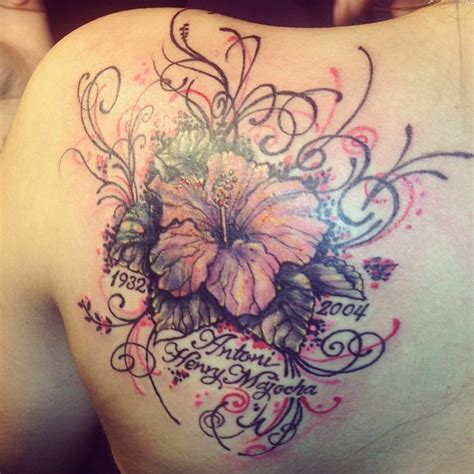 beautiful shoulder flower tattoos