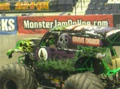 monster truck show rochester ny grave digger wins monster jam rochester ny jan 02 2010