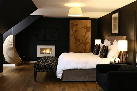 Room Ideas With And Black by Decorating With Black