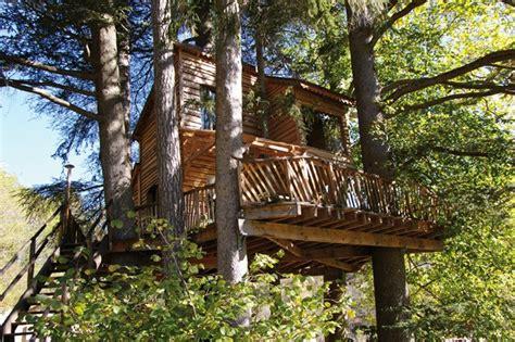chambre d hote cabane dans les arbres cabane dans les arbres ardèche ecovoyageurs com
