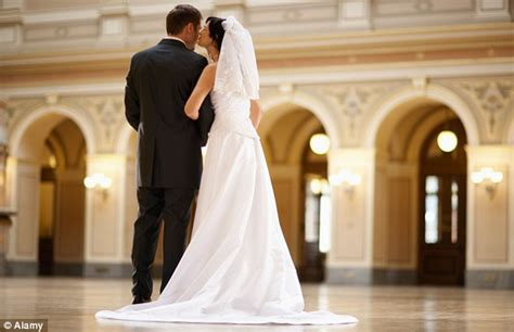 The Itch Is A Myth Couples Who Stay Married For Seven. Your Wedding Kings Norton. Wedding Accessories Hull. David's Bridal Wedding Invitations Coupons. Wedding Venues Gold Coast Hinterland