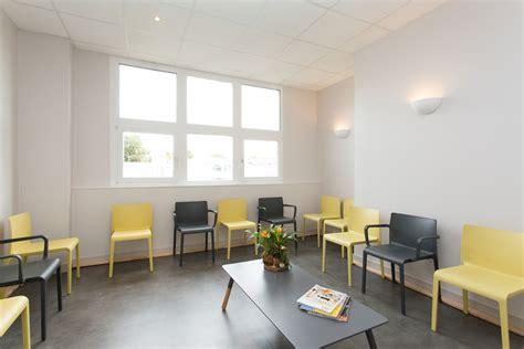 chaise salle d attente architecture cabinet médical par l agence 19 degres à