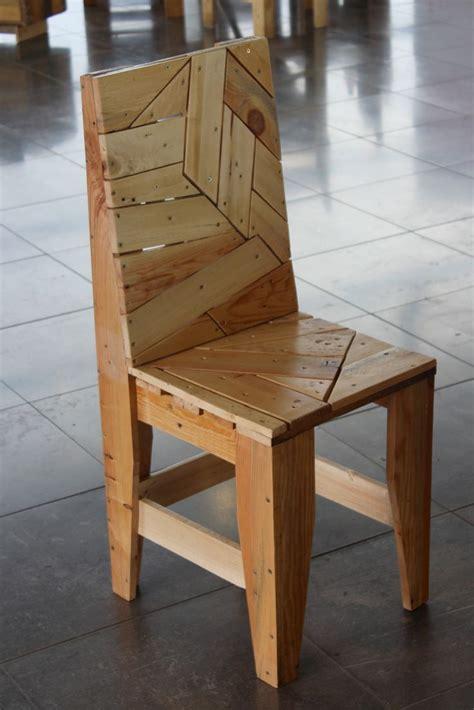 fabriquer chaise en bois chaise design en palettes recyclées les meubles en palette de martxuka design