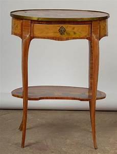 Petite Table En Bois : petite table crire ovale de style louis xv en bois de pla ~ Teatrodelosmanantiales.com Idées de Décoration