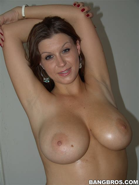 Busty Girl Is Showing Her Naked Body Photos Sara Stone