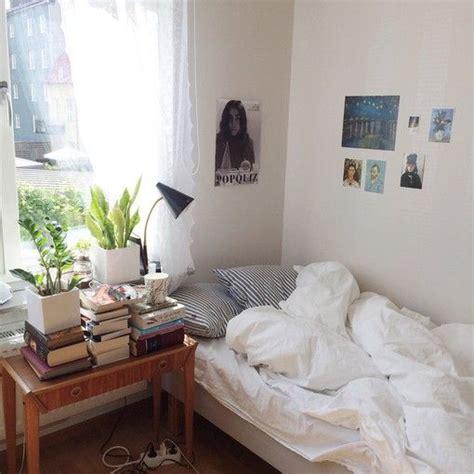 Corner Bedroom Bureau by Affiche Livre Th 233 Bureau De Bois Le Et Quelque