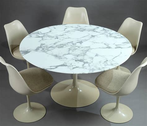 chaise tulipe knoll tulip dining table and set of five tulip seats by eero