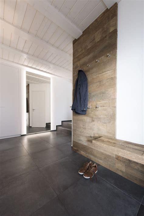 Sitzbank Flur Altholz by Neue Garderobe Ein Wohnlicher Moderner Kontrast Altholz