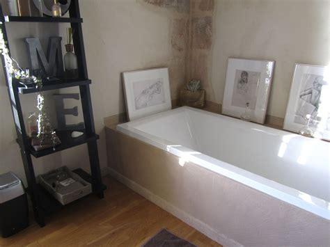 salle de bains tablier de baignoire en beton cire