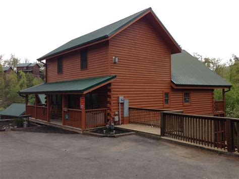awesome 7 bedroom 7 bath log cabin in pigeon forge 7 br
