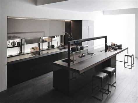 Cucina In Vetro In Stile Moderno Con Isola Senza Maniglie