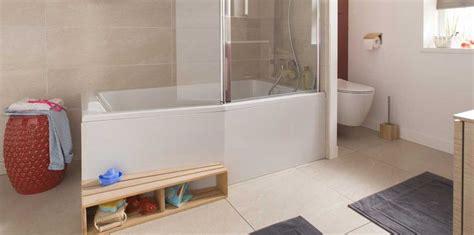 salle de bain actuelle baignoire le 2 en 1 dans la salle de bains femme actuelle