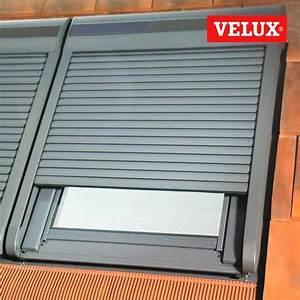 Volet Roulant Pour Velux : installation d 39 un volet roulant solaire velux ~ Dailycaller-alerts.com Idées de Décoration
