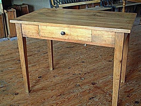 bureau brocante table bureau en hêtre ancienne avec tiroir couleur clair