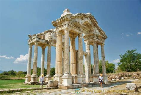 aphrodisias tetrapylon gateway   temple