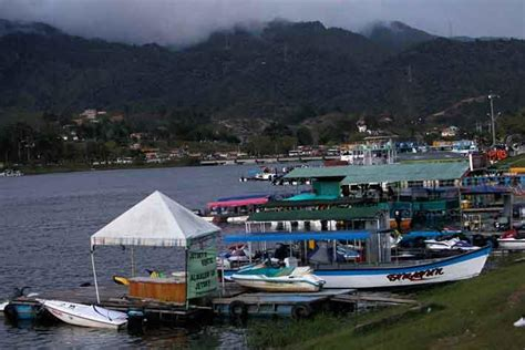 Tourist Boat Sinks by Dozens Missing After Tourist Boat Sinks In Colombia The