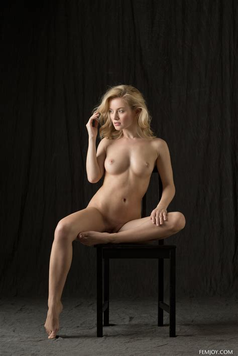 Natural Beauty Gabi Posing In Classic Nudes In The Studio