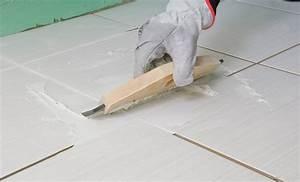 Faire Joint Carrelage Sol : r aliser les joints des carreaux pos s au sol ~ Melissatoandfro.com Idées de Décoration