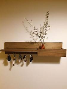 Porte Clé Mural Bois : diy organisateur pour l entr e porte clefs mural casier de rangement tag re bois vernis bois ~ Nature-et-papiers.com Idées de Décoration