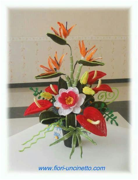 composizioni fiori uncinetto composizione di fiori al uncinetto fiori foglie e