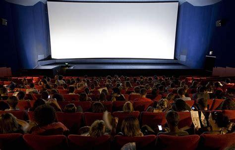dans les salles cinema cholet il se masturbe au cin 233 ma 224 c 244 t 233 d un de
