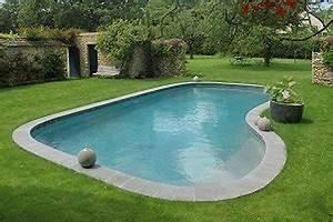 Une piscine citadine tres design for Piscine forme libre avec plage 3 plage immergee et piscine diffazur piscines