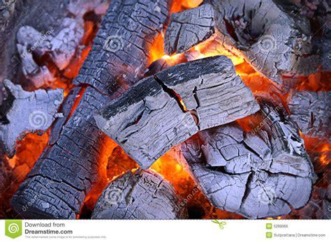 charbon de bois chaud image libre de droits image 5289066