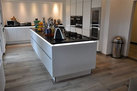 Exterieur Und Interieur Stil. Kücheninsel Mit Spüle Und