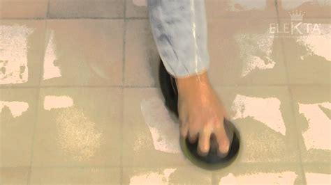 piastrelle senza fuga preparazione supporto pavimento in piastrelle fuga larga