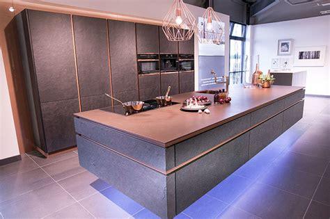 schwarze hochglanz küche graue k 252 che mit holzarbeitsplatte