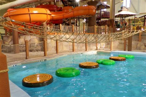 5 reasons we like to stay at great wolf lodge