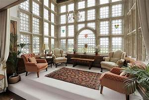 Vintage rugs tips on decorating your interior for Interior decorated house pictures