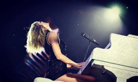 Taylor Swift canta música que causou a discórdia com o ex ...