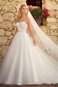 robe mariage princesse noble robe de mariée princesse col en cœur longueur ras du sol en tulle et satin mamariage