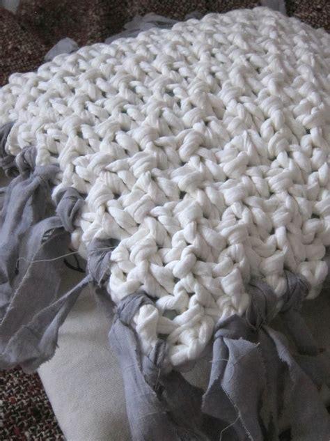 patron housse de canapé tricoter un coussin sans couture en trapilho modèle tuto