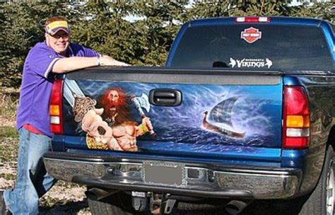 cool airbrushed mexican tailgate murals  pics