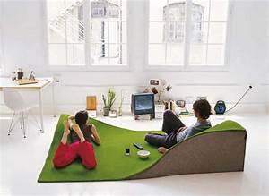 lobjet design qui egaye linterieur et amuse nos yeux With tapis chambre enfant avec le canape le plus confortable