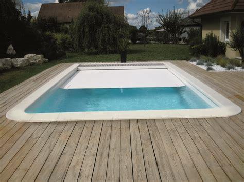 piscine bois avec escalier integre piscine coque polyester rectangulaire mod 232 le born 233 o avec couverture automatique immerg 233 e