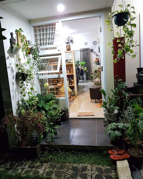 inspirasi rumah ecy hunian segar  tanaman tropis